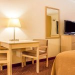 Quality Inn & Suites Lake Havasu Desk & HDTV